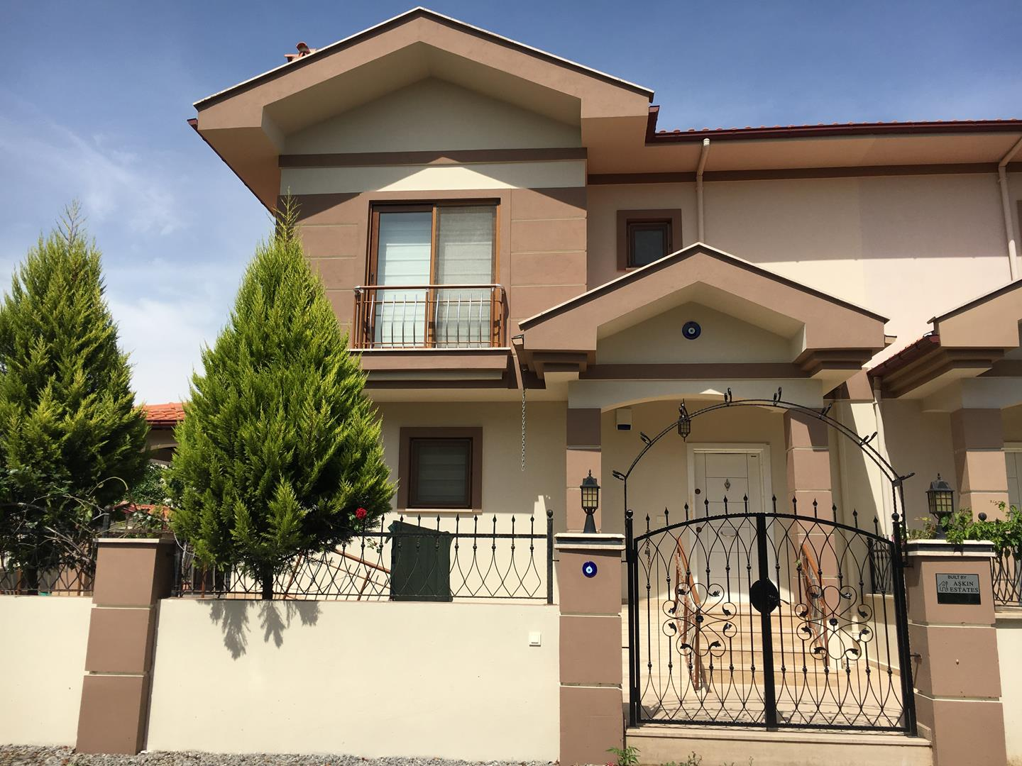 Amazing Villa with Private Pool and Gardens for Rent - Centre of ...