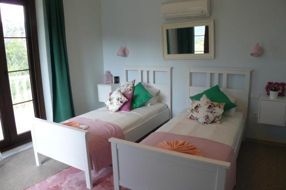 bedroom single beds
